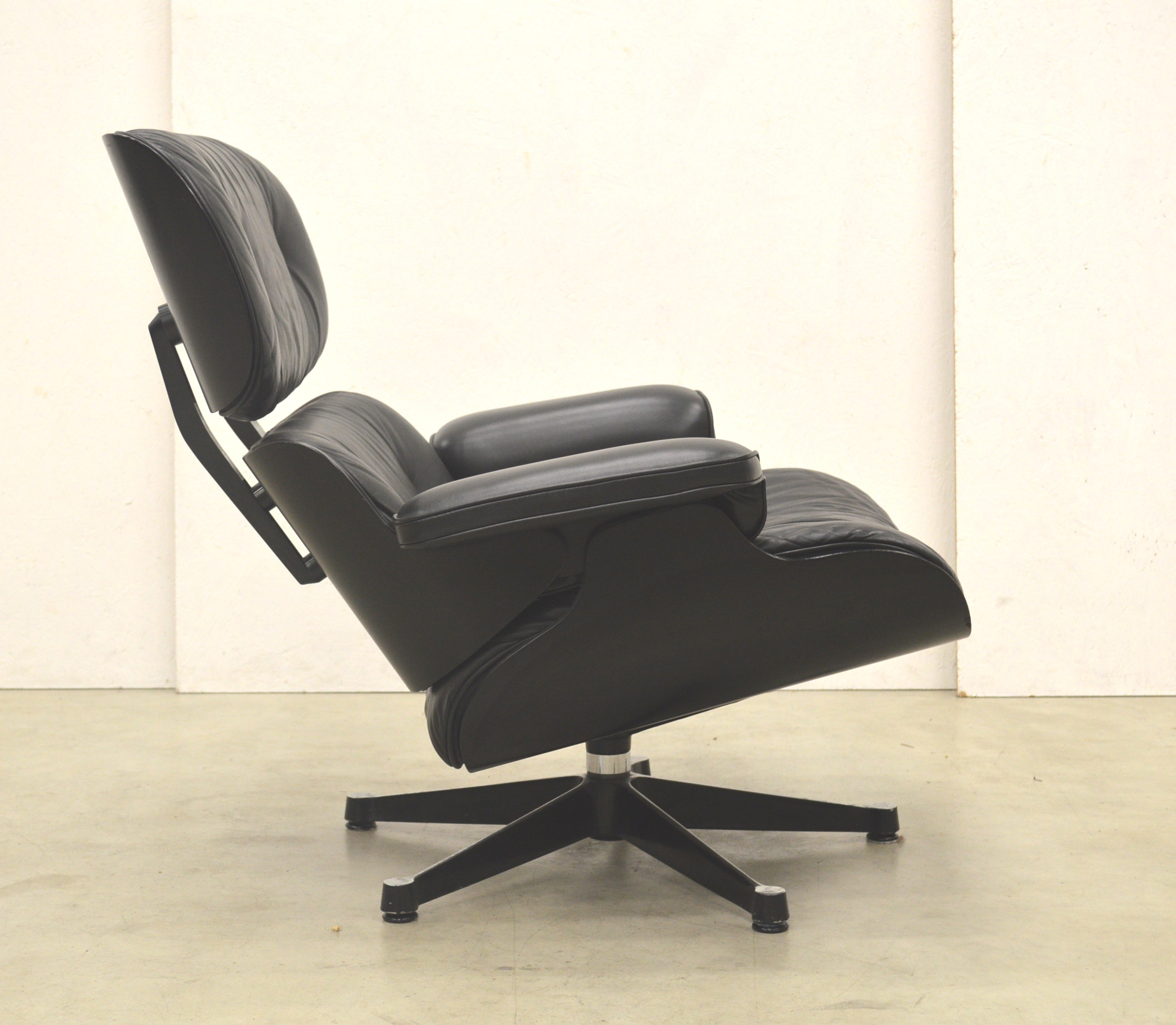 Vitra Eames Lounge Chair Black Vitra Eames Lounge Chair Black Edition Interior Aksel