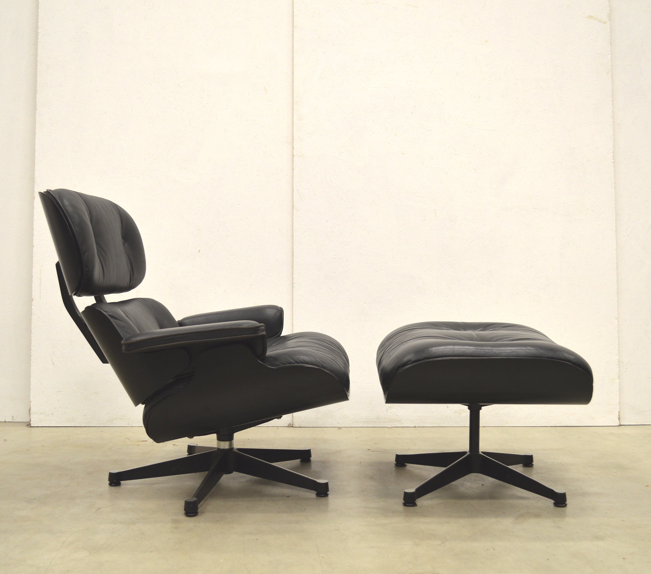 Vitra Eames Lounge Chair Black Vitra Eames Lounge Chair Ottoman Black Edition Interior Aksel