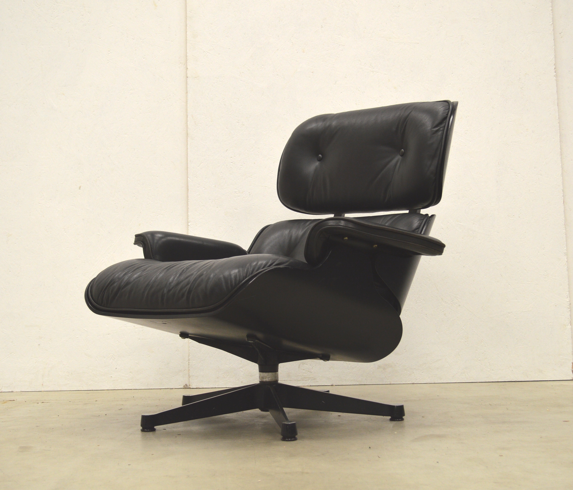 Eames Lounge Chair Zubehör Vitra Eames Lounge Chair Black Edition By Charles Eames Interior Aksel