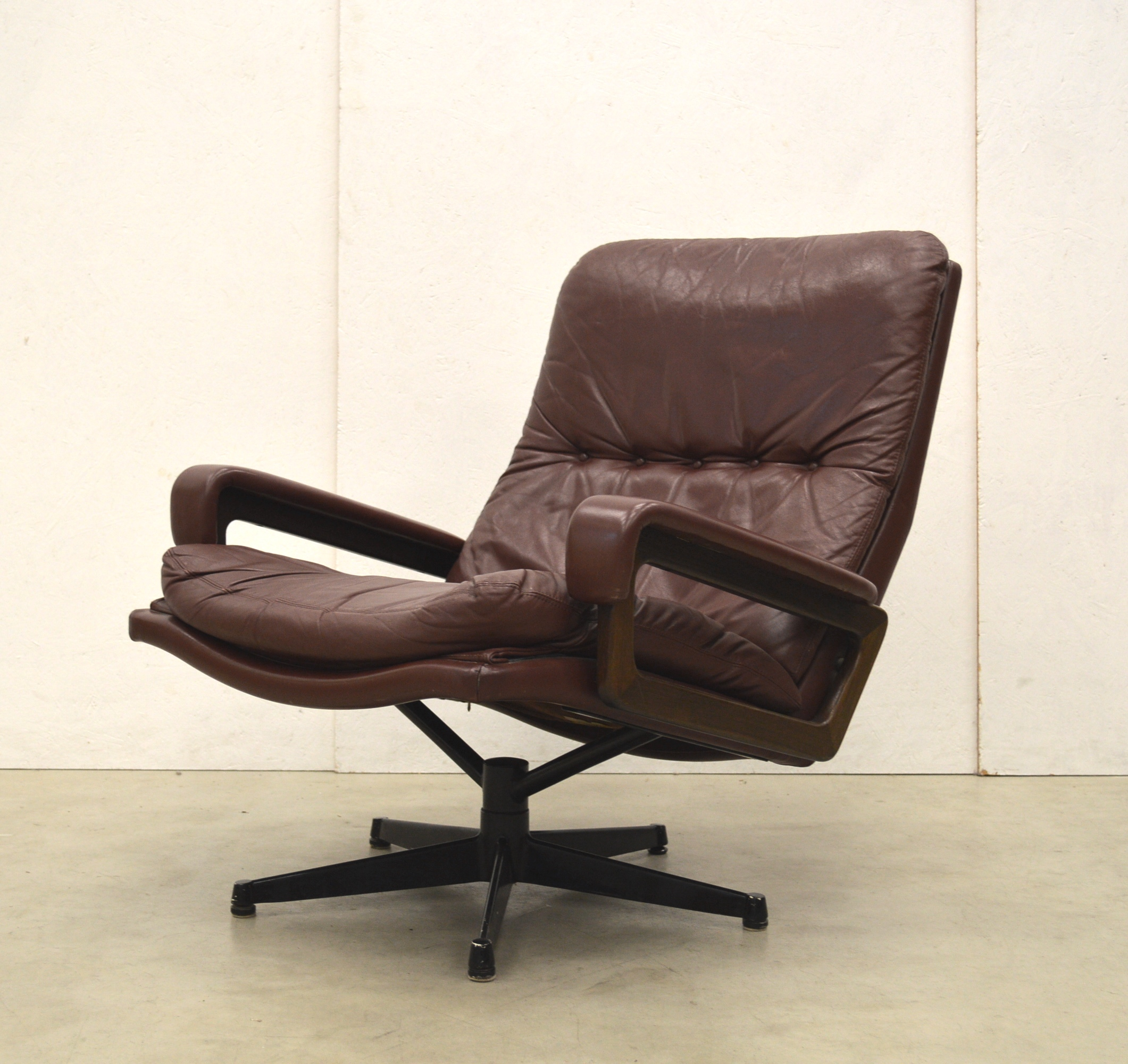 King Chair Sessel Strässle King Chair By André Vandenbeuck Burgundy Edition