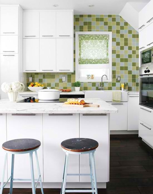 Outstanding space saving solutions for small kitchens for Kitchen layout designs for small spaces