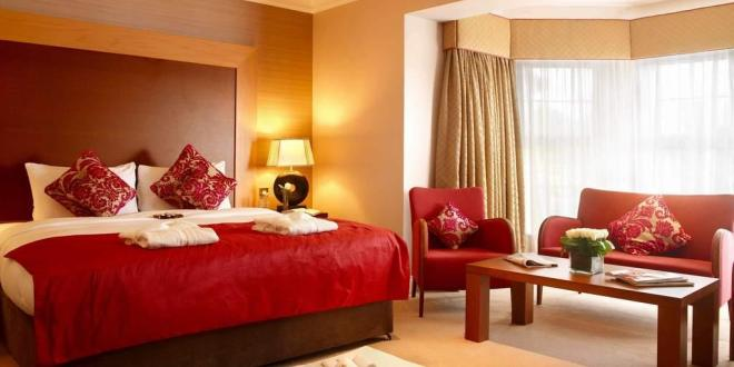 Create your elegant and romantic bedroom with red color for Modern and romantic red bedroom ideas