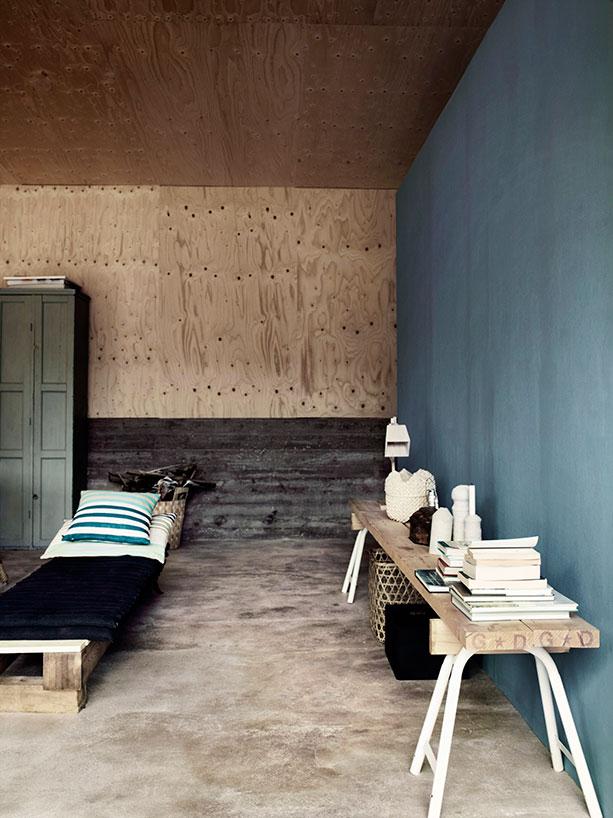 Precioso banco y mesita auxiliar hecha de madera reciclada / Beautiful bench and side table made of reclaimed wood
