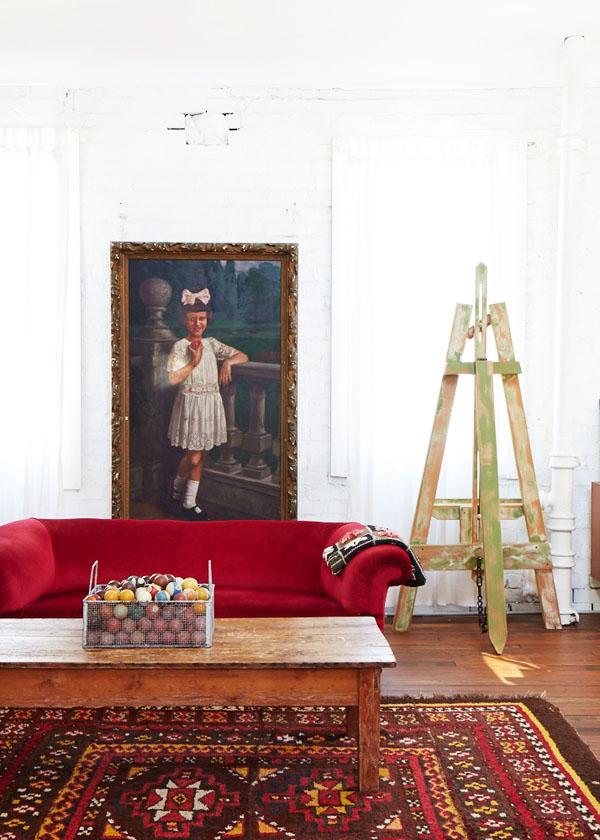 una zona de estar dentro del dormitorio / sitting area inside the master bedroom