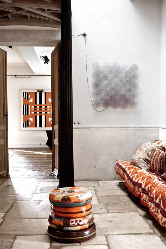 Zona de estar decorada a la manera árabe.
