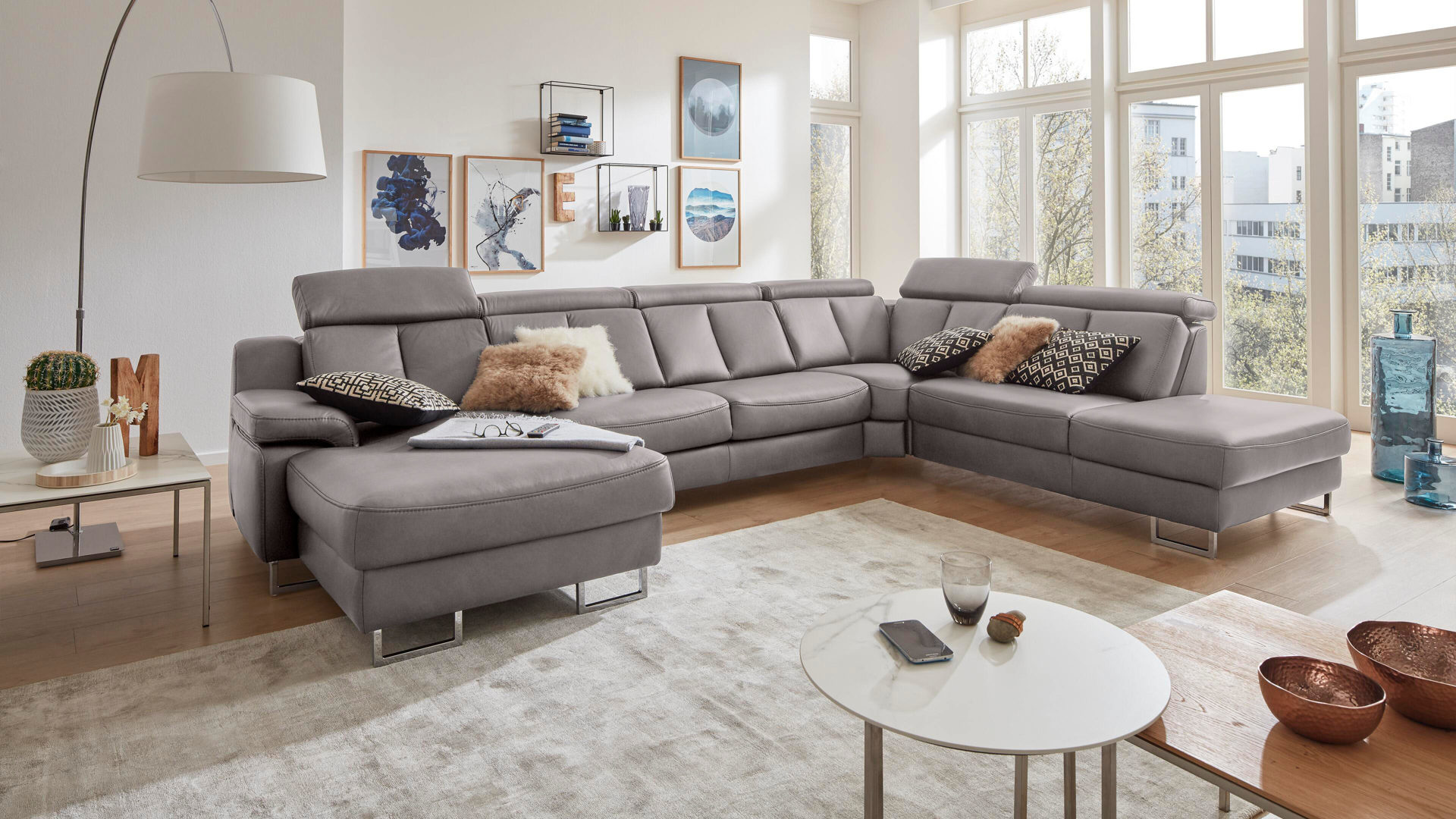 Interliving Sofa Serie 4050 Wohnlandschaft Graues Longlife Leder Cloudy