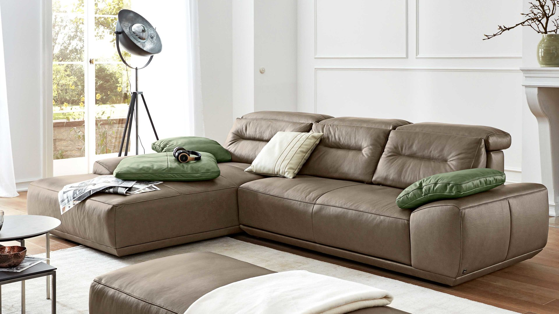 Https Www Interliving Com Online Shop Produktdetails Id1105957 Interliving Ecksofa Interliving Aus Leder In Braun Interliving Sofa Serie 4000 Eckkombination Braunes Leder Z3923 Mushroom Schenkelmass Ca 209 X 310 Cm Guenstiger Html