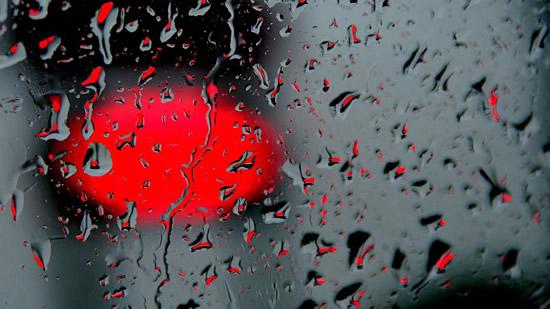 Rainy Wallpaper With Girl Kırmızı Yağmur Damlaları İnternet Anneleri