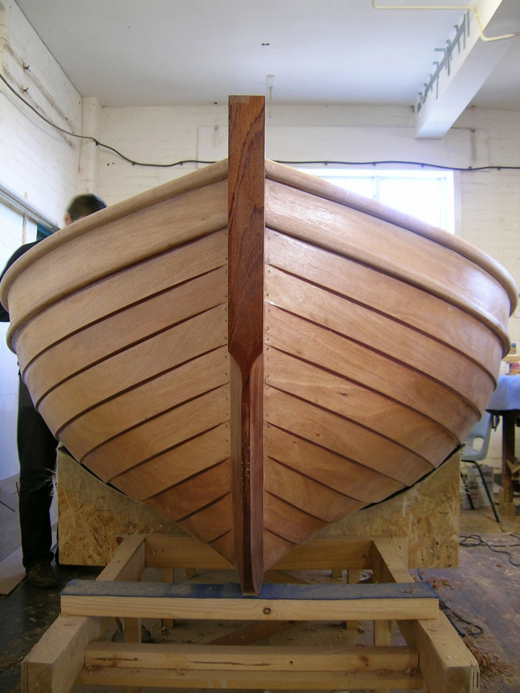 Joe Blathwayt builds a glued clinker dinghy at the Boat ...