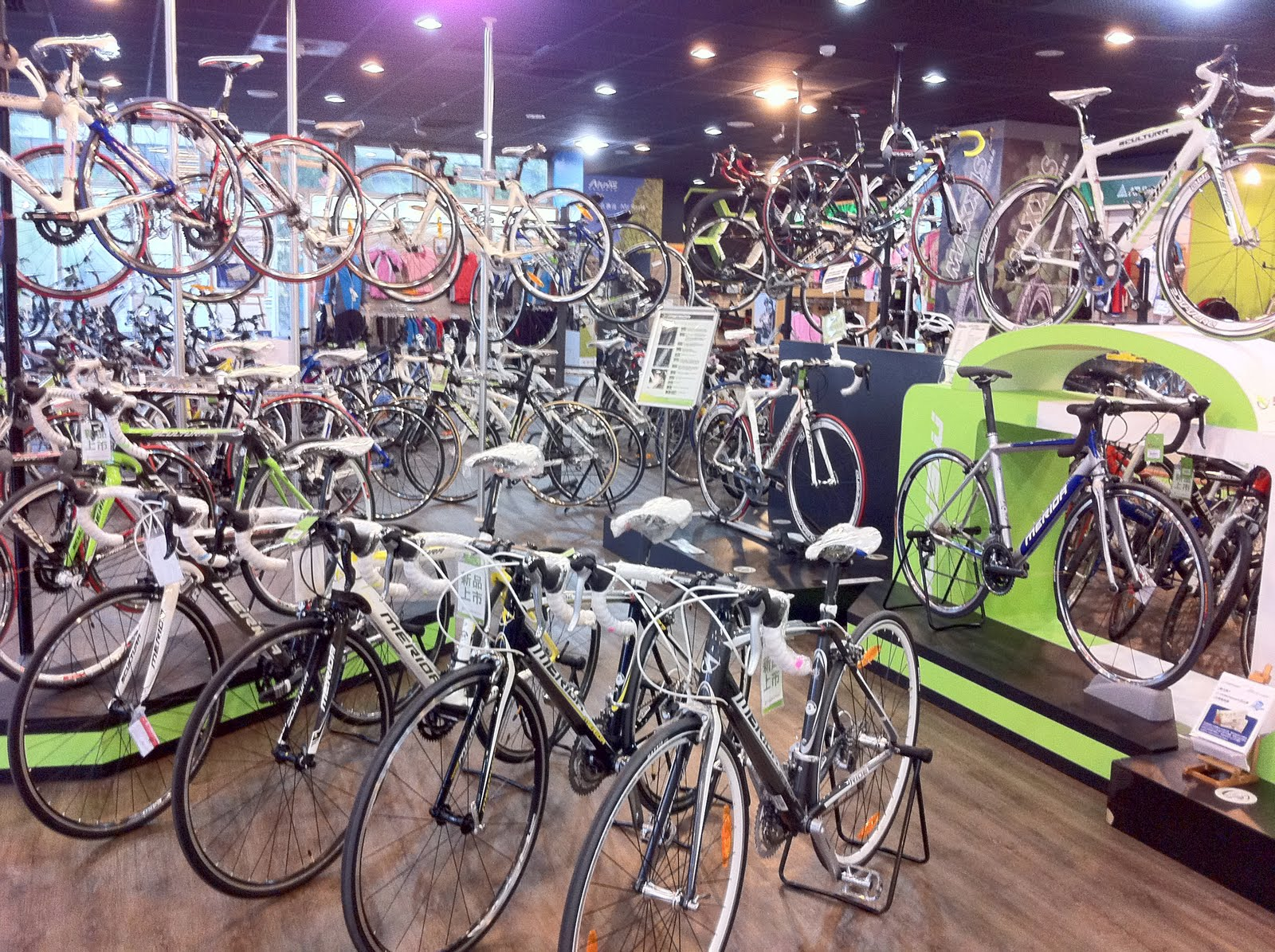 A Bike Store What To Think When The Salesman Tells You He S A Bike Snob In