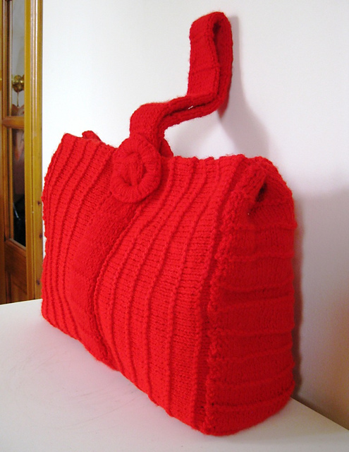 Vintage Purse with Ridges Free Knitting Pattern | Bag, Purse, and Tote Free Knitting Patterns at http://intheloopknitting.com/bag-purse-and-tote-free-knitting-patterns/