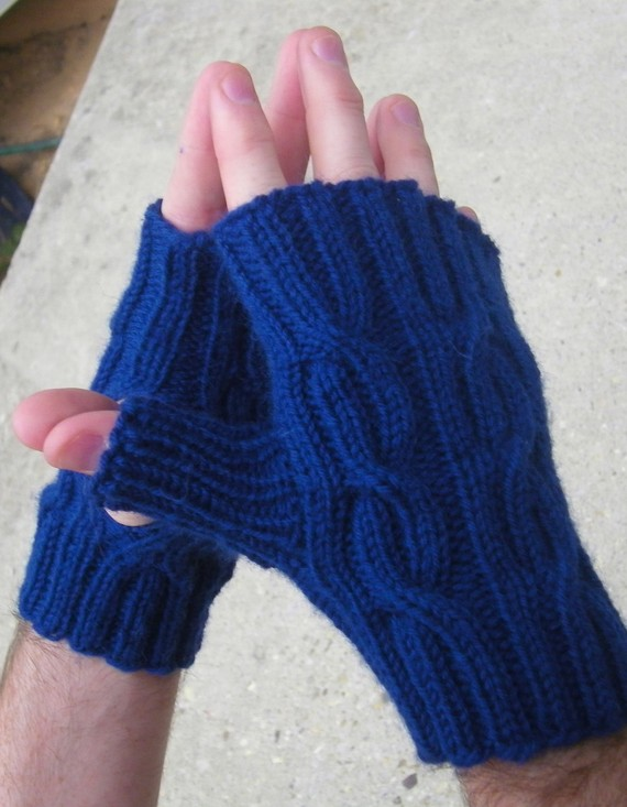 Knitting pattern for Cabled Fingerless Mitts