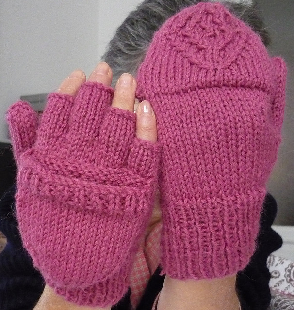 Knitting Pattern Texting Gloves : Device Knitting Patterns In the Loop Knitting