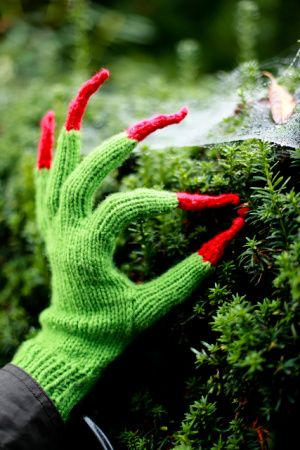 Free knitting pattern for Witchy Hands and more movie and tv knitting patterns