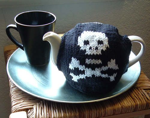 Free knitting pattern for Algormortis Skull and Crossbones Tea Pot Cozy