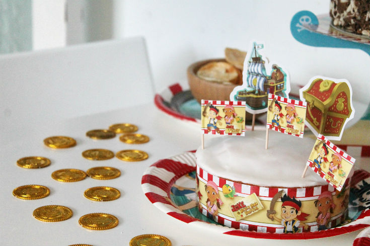 jake and the neverland pirates cake and gold coins