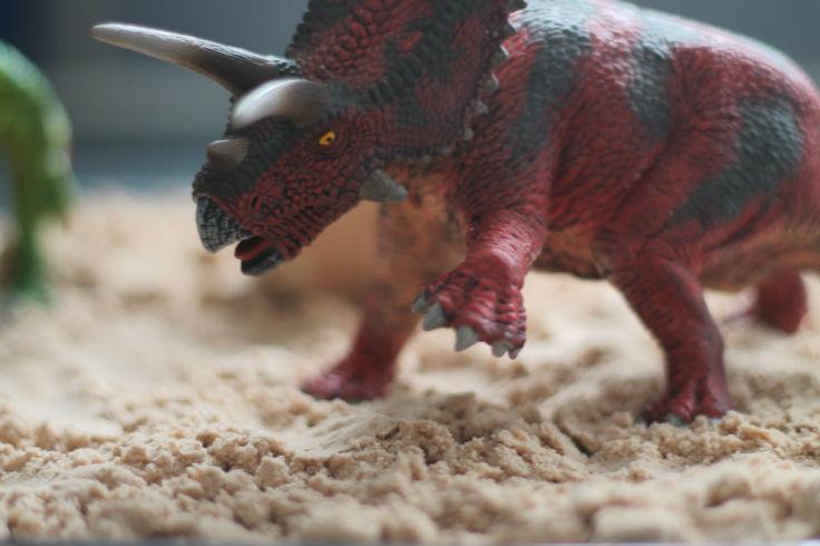 dinosaur sensory play