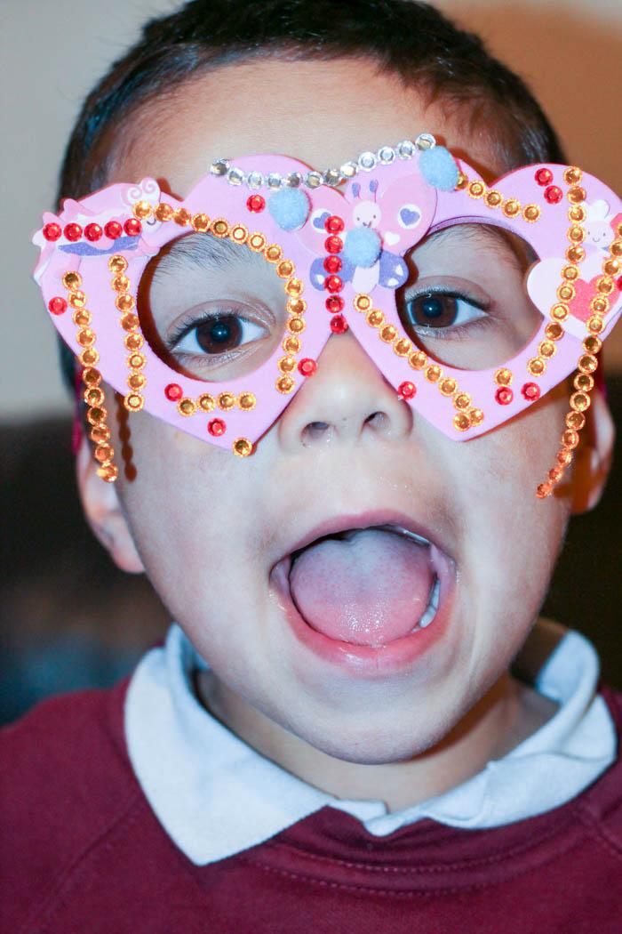 decorating Valentines glasses