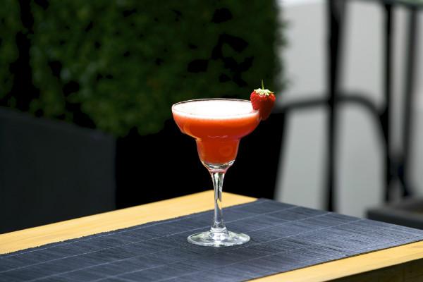 Non alcoholic strawberry daiquiri mocktail recipe