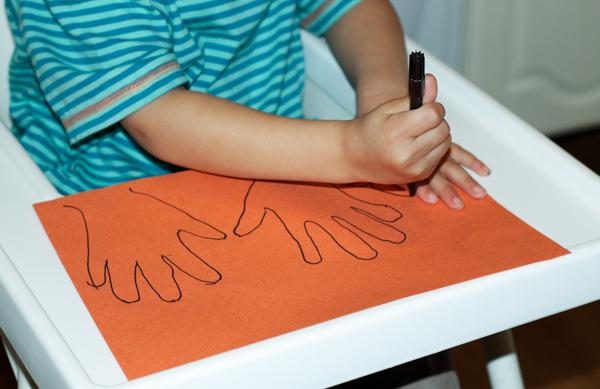 kids drawing around hands
