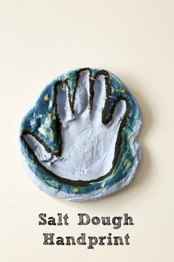 Quick and easy way to make a salt dough handprint ornament