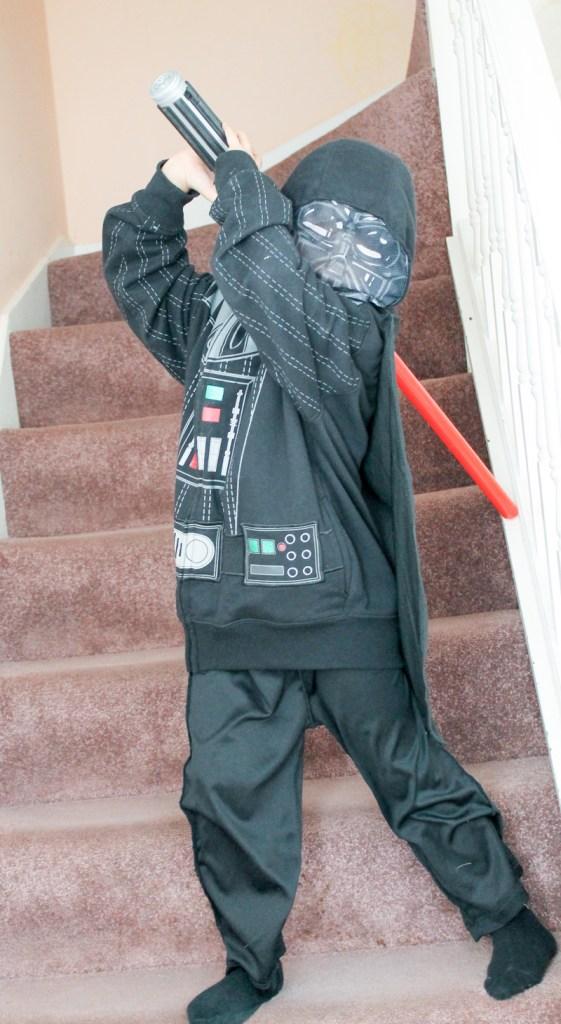 last minute darth vader costume, easy star wars costume idea for world book day