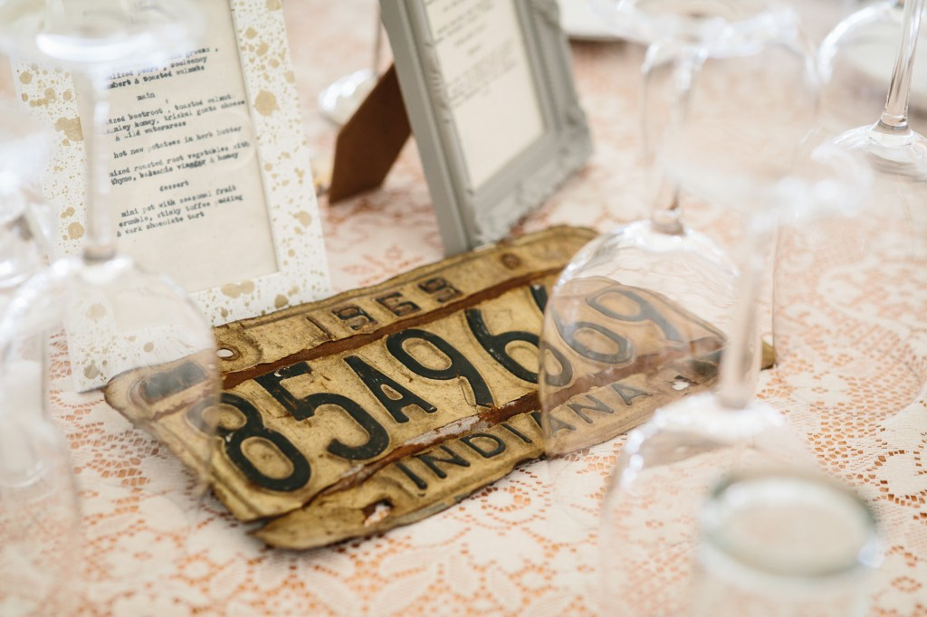 DIY Wedding  Collecting Vintage License Plates for Table