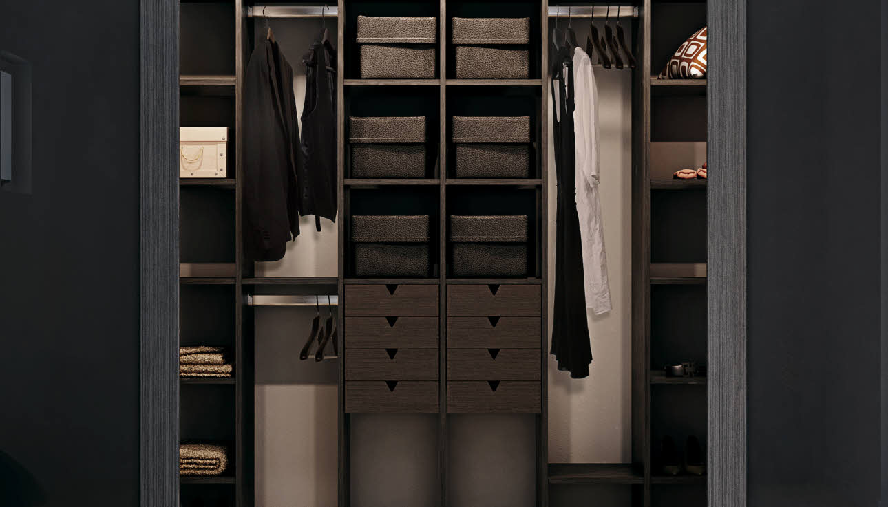 Photo Walk-in Garde-robe Walk In Closet Indret Den Perfekte Walk In Garderobe I Dit Hjem