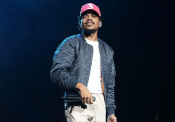 chance the rapper slams record labels during show