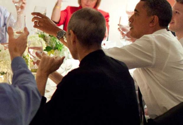 Como Steve Jobs ayudo a Barack Obama en la planificación de la campaña de las redes sociales