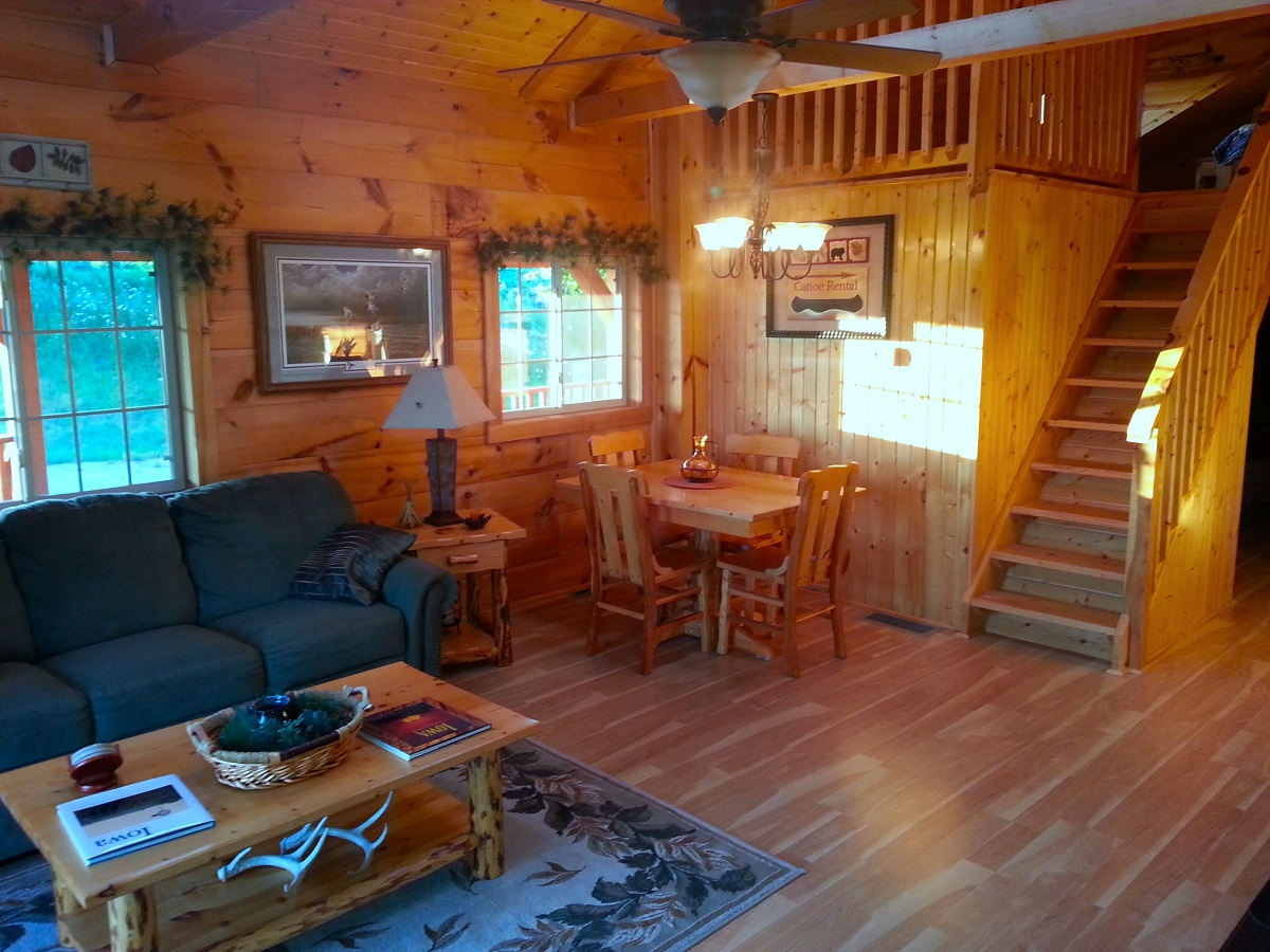 Hideaway Bed Burr Oak Log Cabin For Rent In Iowa | Iowa Cabin Rentals