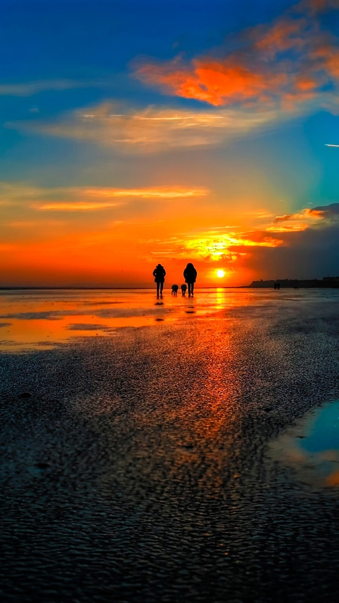 Married Couple Wallpaper With Quotes Evening Sun People On The Beach Iphone Wallpaper Iphone