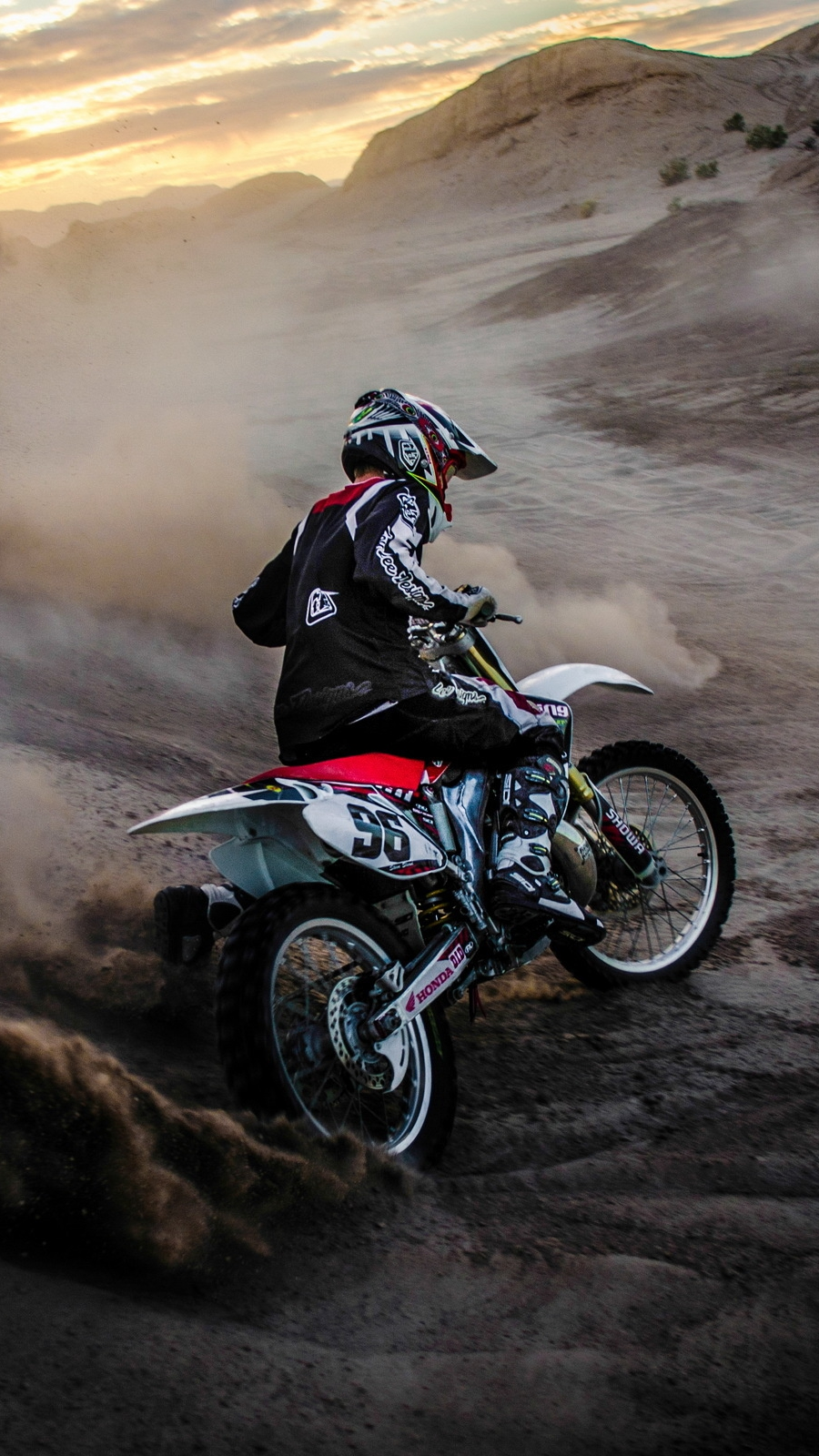 Girl On Bike Hd Wallpaper Motocross Mudding Iphone Wallpaper Iphone Wallpapers