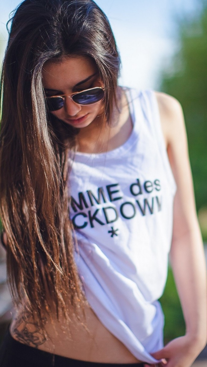 Cute Girl Face Desktop Wallpaper Aviator Sunglasses Girl Showing Waist Tattoo Iphone