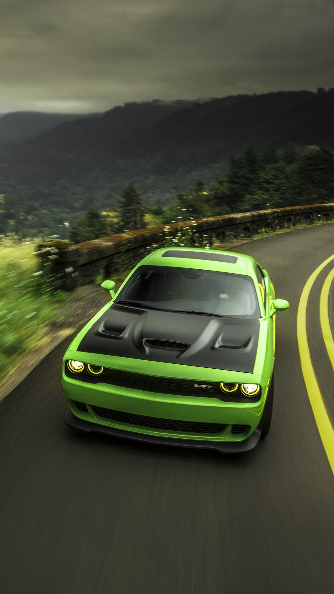 Muscle Car Wallpaper Iphone 6 Dodge Challenger Srt Green Iphone Wallpaper Iphone