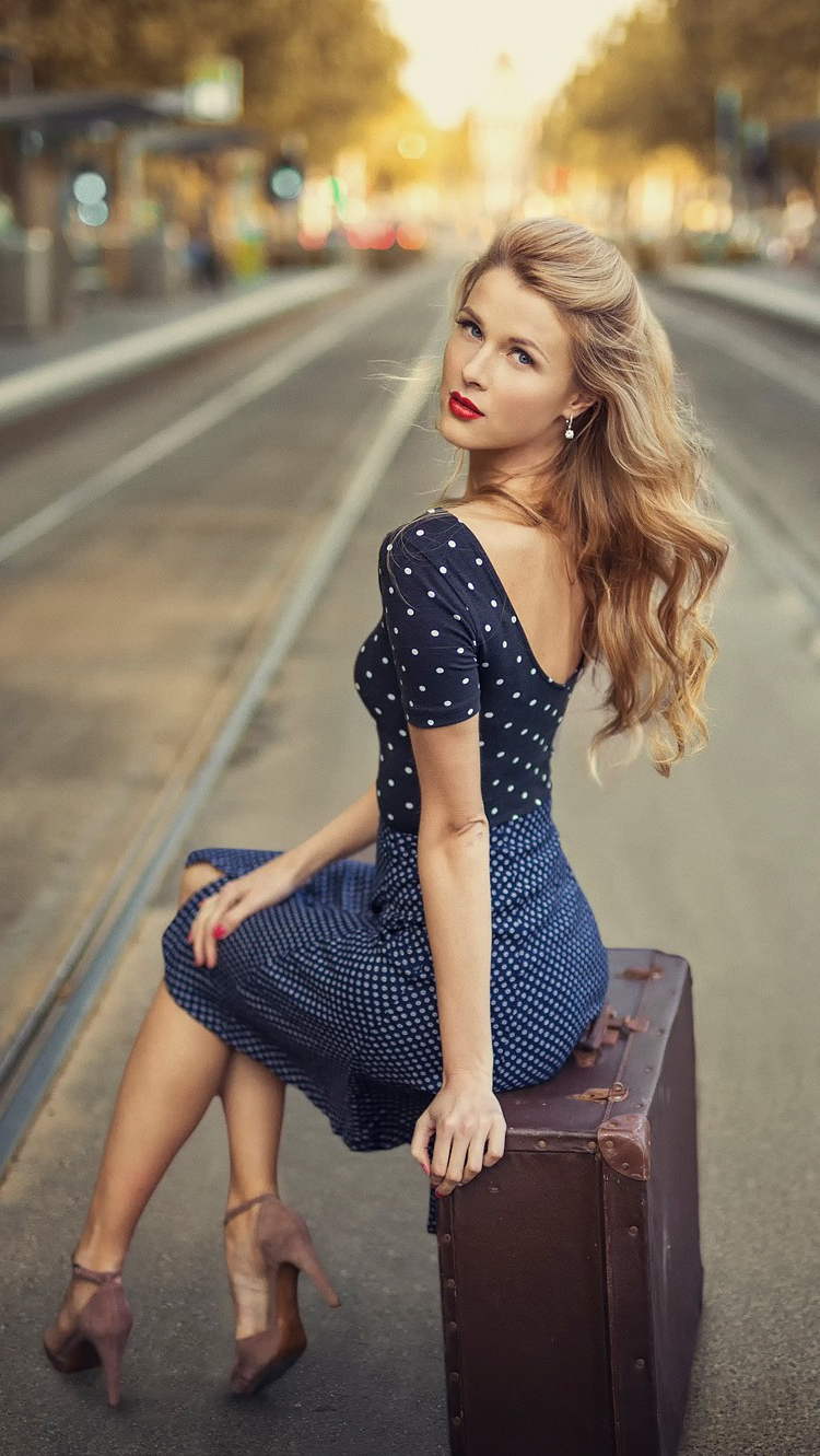 Cute Girl Fashion Wallpaper Fashion Girl With Travel Bag Wallpaper Iphone Wallpaper