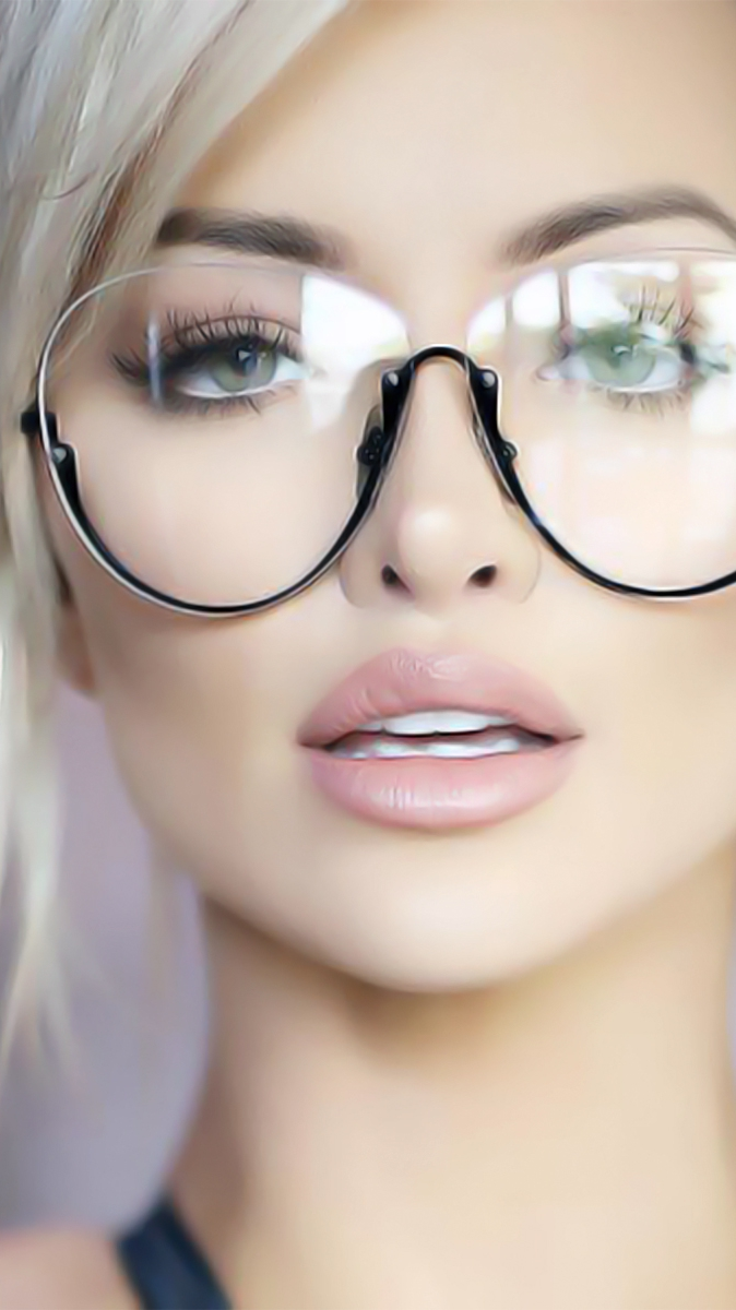 Beautiful Tattoo Girl Wallpaper Lindsey Pelas Beautiful Face Iphone Wallpaper Iphone