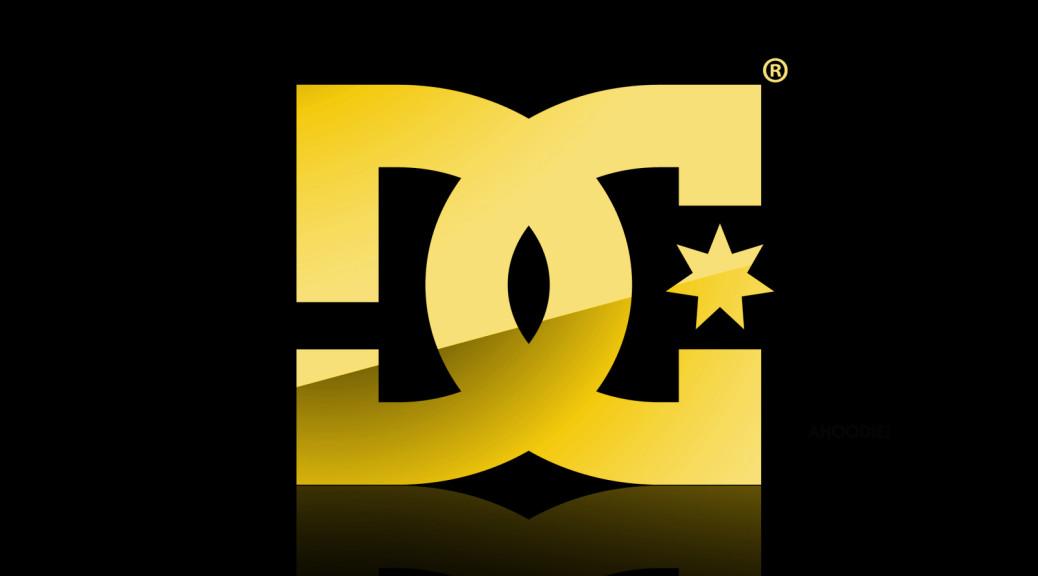 Jennifer Aniston Cute Wallpapers Dc Shoes Gold Logo In Black Wallpaper Hd