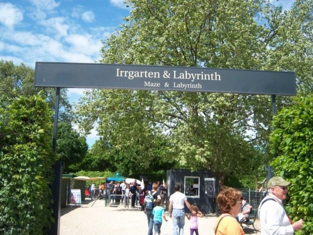 maze entrance, schonbrunn palace, vienna, austria