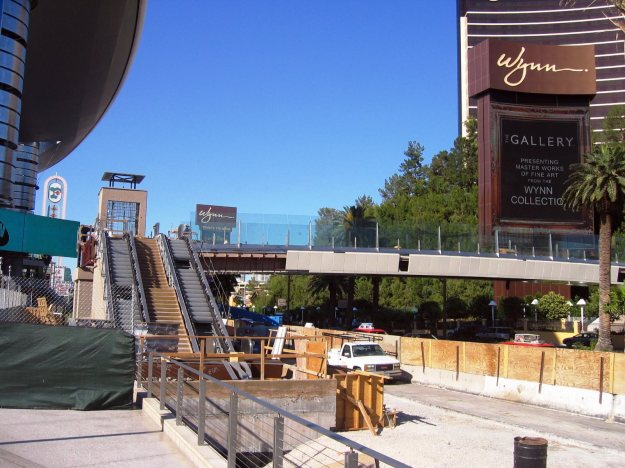 Wynn Las Vegas pedestrian bridge construction