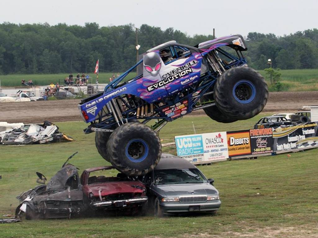 Speed Way Inquinte Ca Monster Trucks Invade Brighton Speedway Saturday