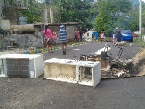 Police Challenged in Clearing Roadblocks in NW St Bess