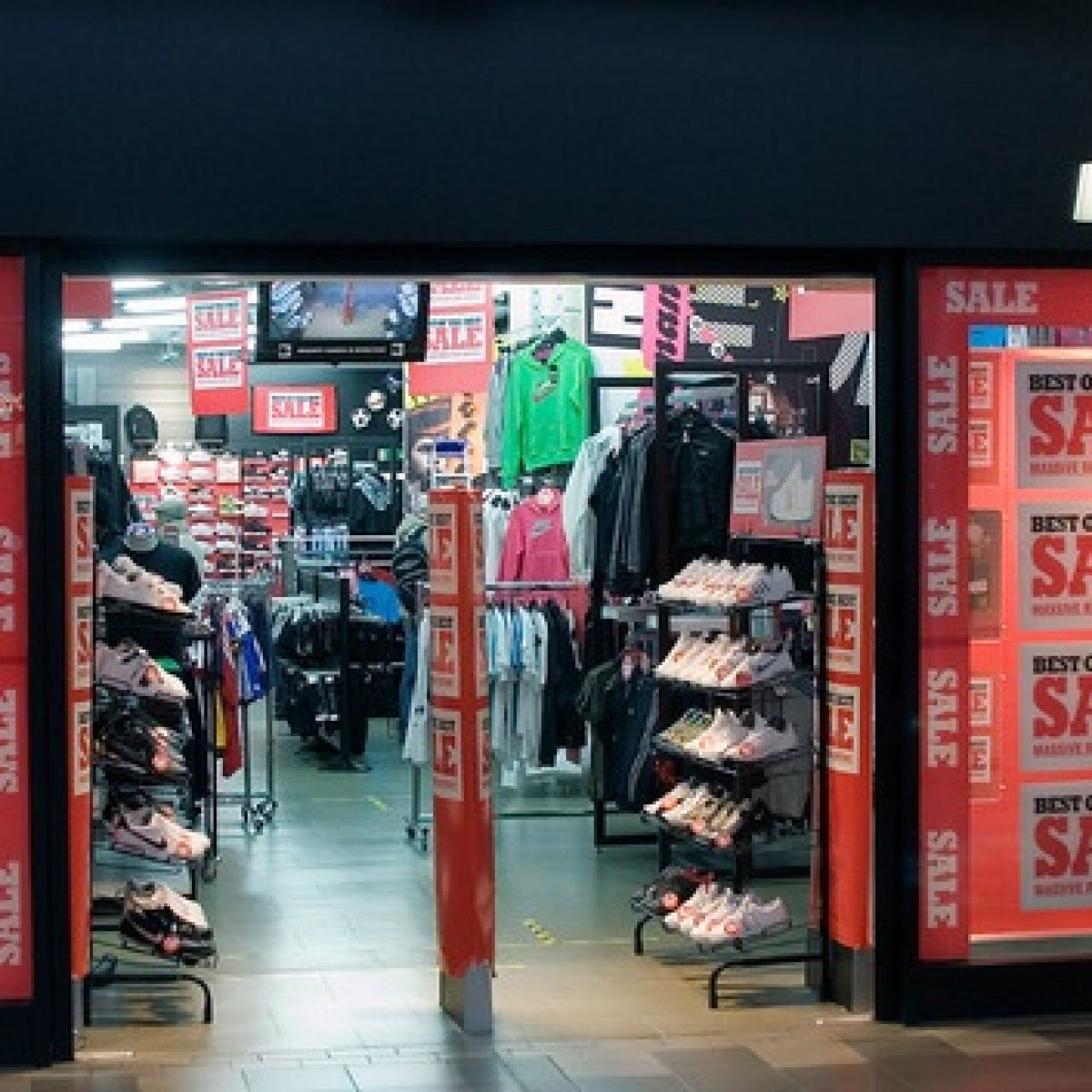 Jd Sports Jd Sports Enjoys 10 6 Jump In Sales In Five Weeks To January
