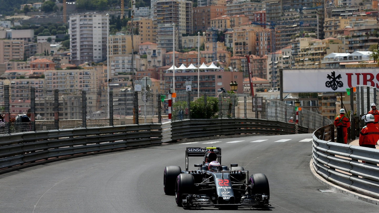 Mobil Libre Jenson Button Lucky To Avoid Injury After Drain Cover Incident