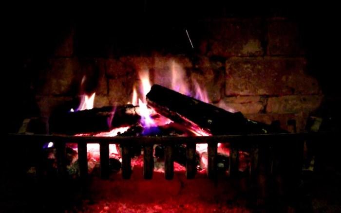 5_Fireplace_Live_HD_Screensaver.jpg