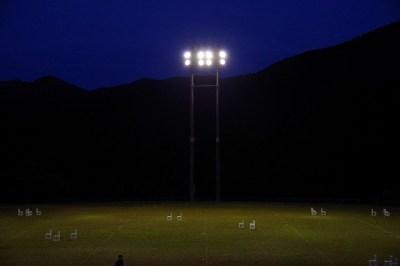 9月5日 陽が沈み、辺りが暗闇に包まれる。夜間稽古の為にグラウンドの照明塔に明かりが灯る。