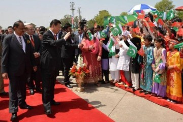 School children welcome Chinese President in Islamabad.