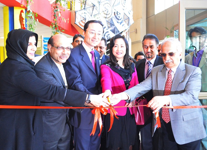 Chinese Ambassador, Mr.Sun Weidong and His Excellency's spouse inaugurating the art exhibition of Pakistani and Chinese artists at COMSATS University Islamabad n 24 Feb. 2016. Photo by COMSATS