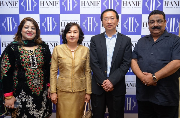 Mr. Hanif of Hanif Jewellers with H.E. Mr. Suchart Liengsaengthong, Ambassador of Thailand to Pakistan and Madame at the store launch