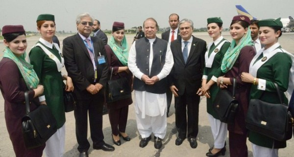 Prime Minister Nawaz Sharif took a round of the PIA Premier aircraft, met passengers and appreciated the quality of services